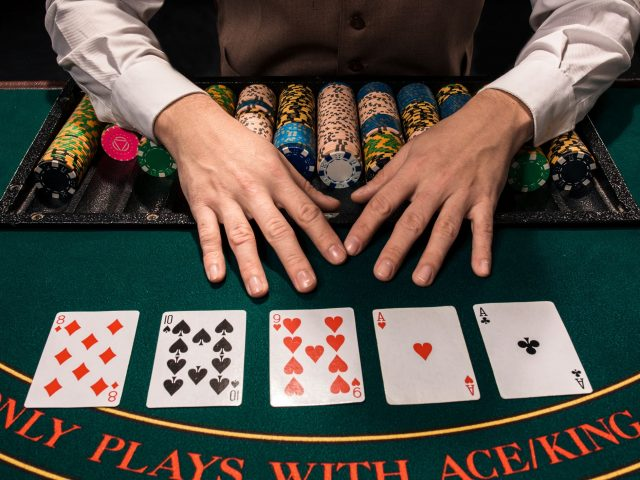 Loopy Poker: Lessons From The professionals